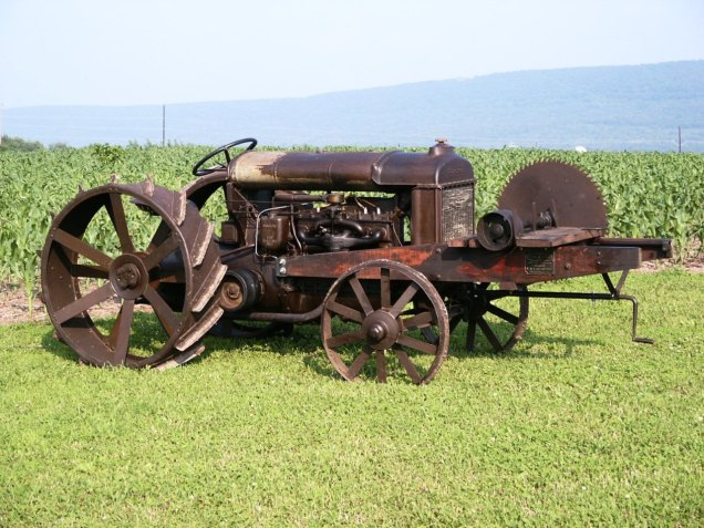 1920 Fordson F - Little Buddy Mounted Saw